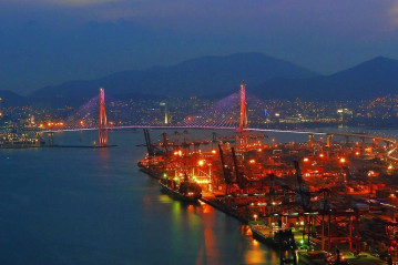 Busan_Harbor_Bridge_at_Night.jpg