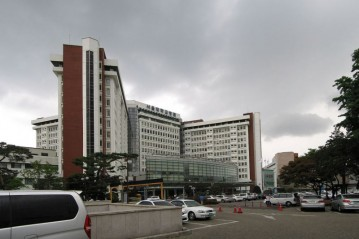 1200px-Seoul_National_University_Hospital.jpg